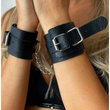Классические черные наручники из натуральной кожи